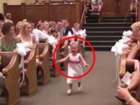 Малышка в слезах бежит к алтарю. Увидев причину, гости покатились со смеху!