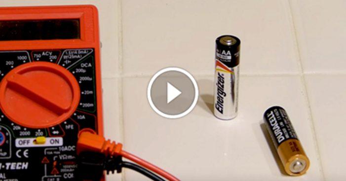 Гениально простой способ различить заряженные и разряженные батарейки. Да это же элементарно!