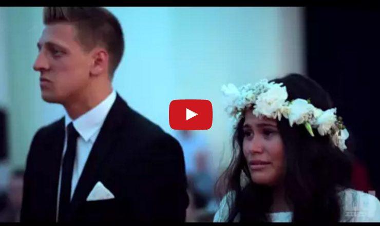 Невеста стоит в слезах у алтаря. Она закричала от того, чего совсем не ожидала
