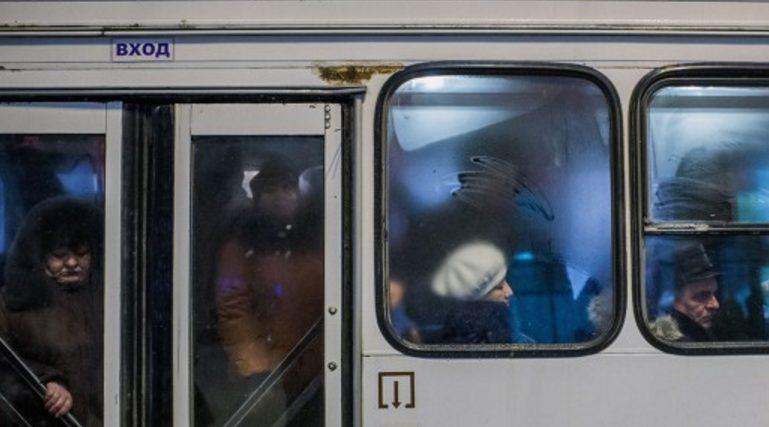 В Екатеринбурге маленькую девочку выгнали из автобуса на 30-градусный мороз