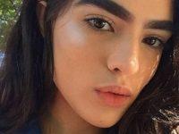 17-летняя девушка, которую дразнили из-за густых бровей, стала успешной моделью
