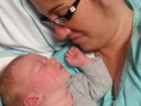 """Коснувшись мамы, девочка уснула. Через 10 минут приборы """"выли"""" на всю больницу"""