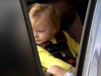 2-летняя девочка лежала в тележке для покупок. Зайдя в магазин, ее мама заплакала от радости.