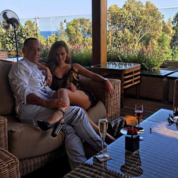 Об этой свадьбе говорит весь мир! Престарелый миллионер женился на модели Playboy.