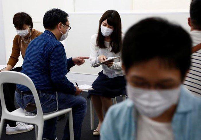 Вот как проходят в Японии первые свидания. Чем меньше видно лицо, тем лучше!