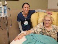 Медсестре показалась знакомой её пациентка. Когда та назвала свое имя, у меня мурашки пошли по коже!