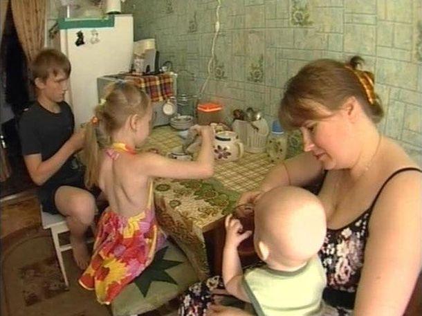 Почему я должна материально помогать глупой бабе, которая размножаться научилась, а зарабатывать на своих детей не научилась?