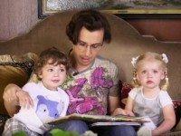 Алла Пугачева показала подросших близнецов Гарри и Лизу