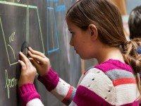 Что делают умные люди, пока остальные подсаживают своих детей на иглу планшетов и самртфонов- школа без компьютеров