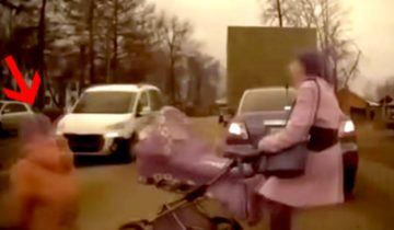 Она покатила коляску через дорогу, не глядя по сторонам. Случившееся дальше ужасает!