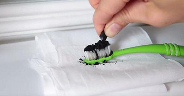 Как отбелить зубы с помощью активированного угля. Более странного способа я еще не видел!