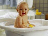 Сыну 4 года. Сидит в ванне...