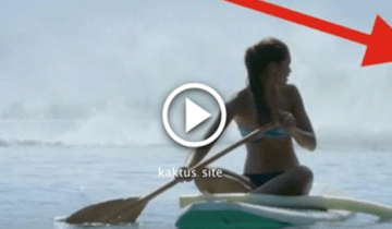На эту девушку на серфе что-то надвигалось. Что это? Она не верит глазам!