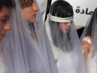 Бейрутские женщины вышли на протесты в свадебных платьях