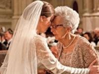 Она рассказывает бабушке, что ей изменили, вот что говорит бабушка
