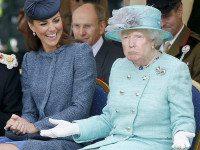 Кто-то превратил Дональда Трампа в королеву Великобритании, и результат просто пугает (10 фото)