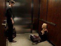 В лифт вошла, за мной мужик