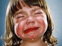 Она увидела, что он вел плачущего ребенка. Когда она решила спустить собаку — никто не ожидал такого!