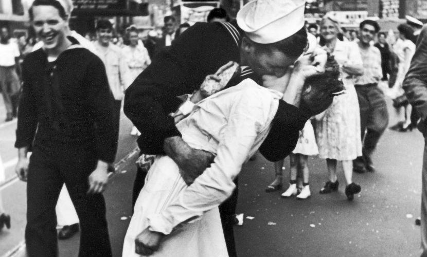 Один американский моряк получал письма от женщины, которую он никогда не видел.