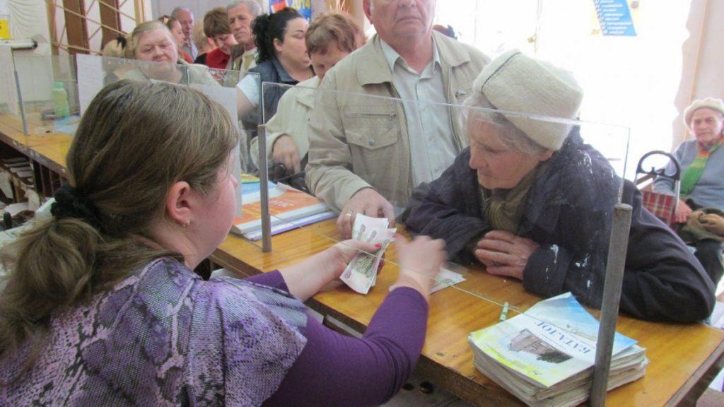 Бабушка на почте