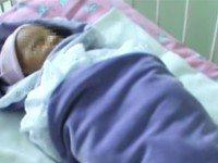 Мамаша оставила ребенка в траве. Когда женщина развернула сверток, то прочла ужасающую записку…