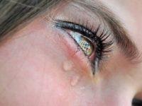 Она не хотела, чтобы дети видели, как она плачет. Но все изменилось за одно мгновение!