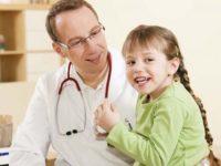 Она прибежала к врачу сообщить о больной матери. Но врач был шокирован тем, что произошло на следующий день!