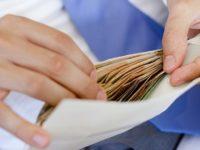 Он нашел на автостоянке конверт, в котором было 14500$ и попытался найти, того кто потерял его. Но никогда не думал, что это произойдет так!