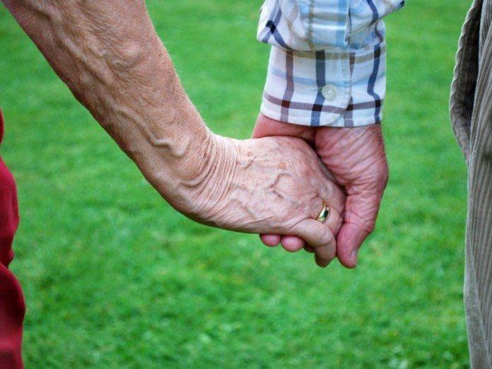 Жена не разговаривает с ним уже 5 лет, но он счастлив! Причина сжимает сердце.
