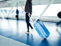 Его попросили в аэропорту посторожить кейс. То, что оказалось внутри — жесть!