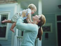 Она стала матерью-одиночкой в 17 лет. Но она плакала, когда ей позвонила учительница ее сына!