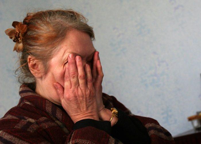 Она увидела беременную женщину в стоптанных сапогах и старом пальто…
