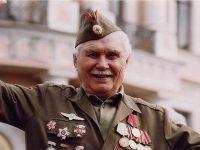 Десять лет назад я ехал в Казань, со мной в купе попал ветеран войны