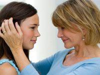 Мама в шоке, когда эта женщина открыто критикует ее дочь
