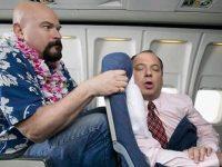 Мужчина, который сидел рядом с ним, беспокоил его