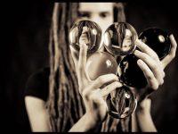 Представьте себе, что жизнь — это игра, построенная на жонглировании пятью шариками