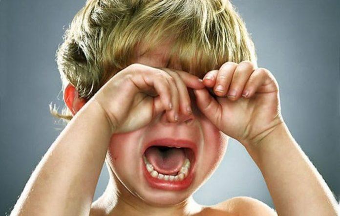 Трехлетняя девочка, рыдая, подошла к сотруднице магазина, и сказала ей, что она потеряла маму