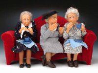 Три пожилых женщины разговаривали о своих проблемах.
