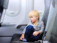В самолёте на одном ряду со мной сидели мама и ребёнок