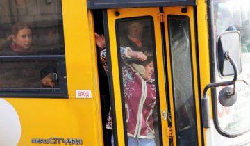 Парень решил подшутить над пассажирами в автобусе