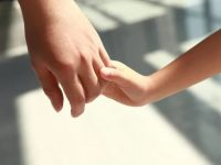 Мать усыновила и воспитала 100 детей