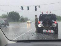Женщина увидела, как солдат стоит под дождем. Когда узнала причину, то не сдержалась от слез!