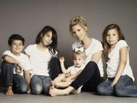 Беременная девушка с тремя детьми застукала мужа за изменой и решилась на аборт. Но появилась причина передумать