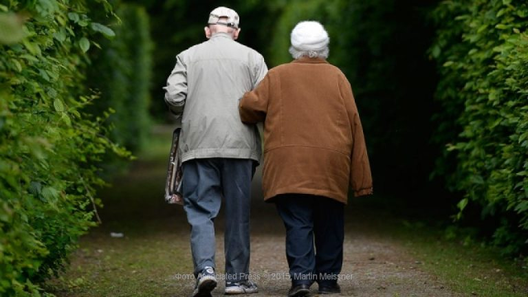 92-летняя бабушка вместе со своим бойфрендом сбежали из дома престарелых