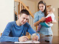 """Муж не дает денег, а она - типичная терпила. Правда, с рождением детей появился шанс на """"выздоровление"""""""