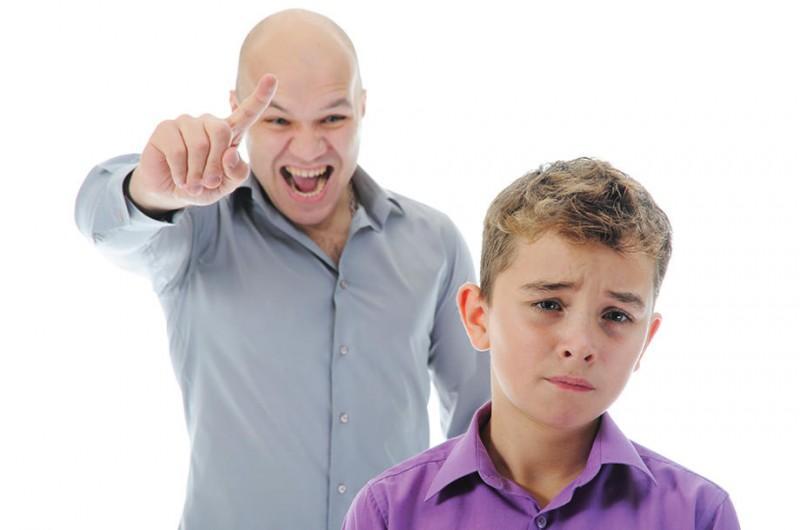 Девушки с детьми остерегайтесь таких подлых мужиков – он гнобил ребенка, чтобы избавиться от сожительницы