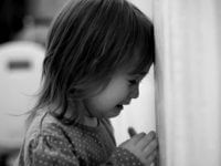 Семилетнюю девочку трижды предали