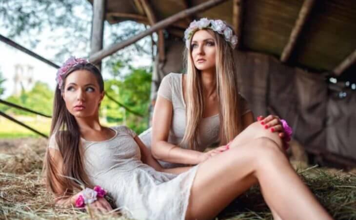 Как я двух девушек студенток из леса вывел и переночевать пустил