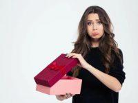 Нашла в шкафу у мужа подарок, но жене ли он?